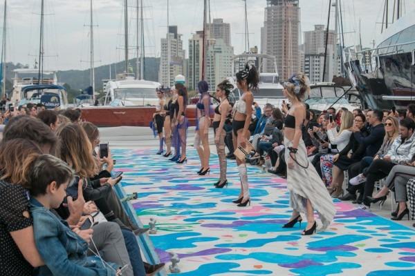 IV Salão Náutico: Desfile de moda em passarela sobre as águas