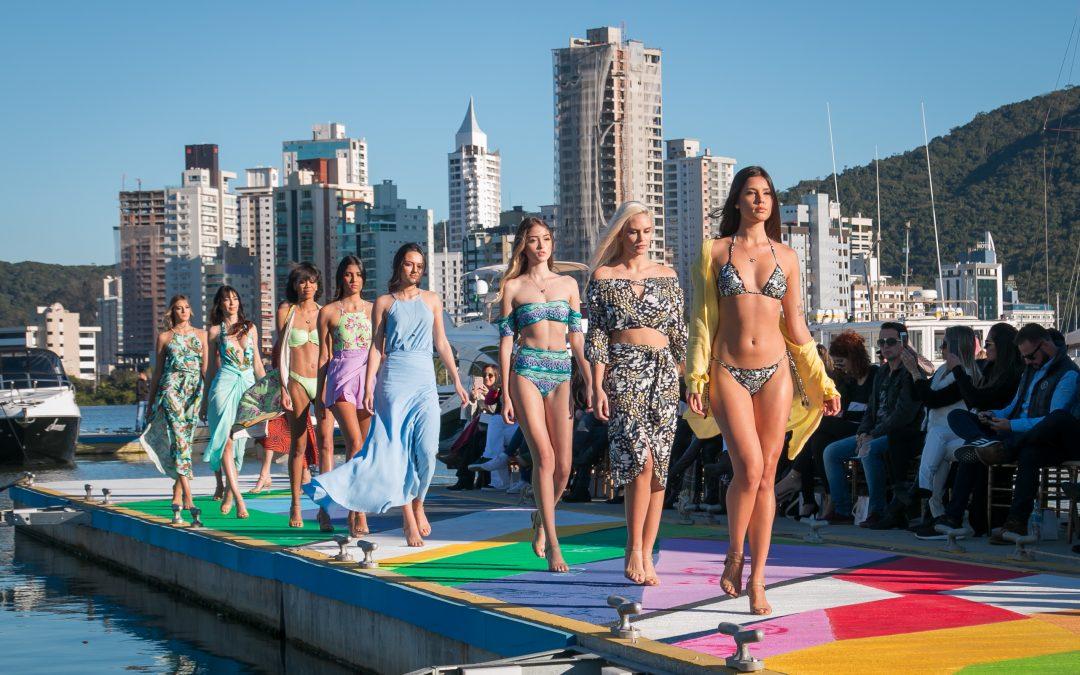 Domingo (24) tem desfile de moda em passarela flutuante na Marina Itajaí