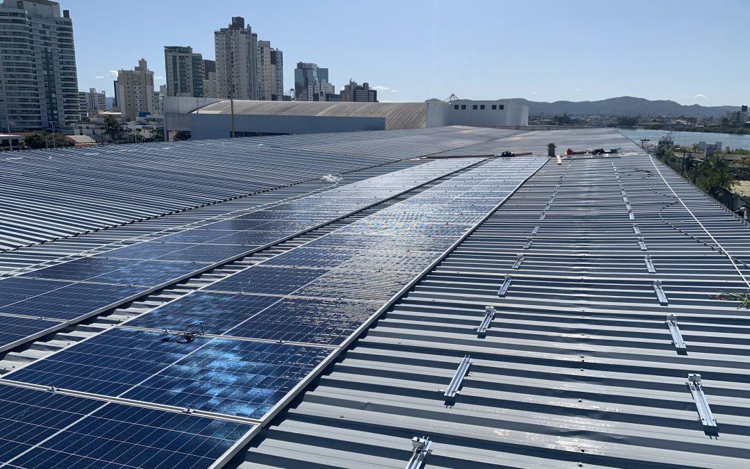 Marina Itajaí investe em sustentabilidade com painéis solares