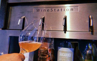 Restaurante na Marina Itajaí ganha estação para a degustação de vinhos